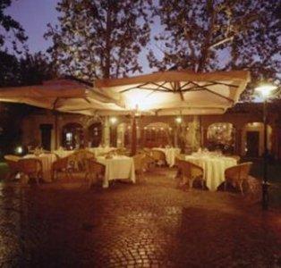 Vista notturna del ristorante