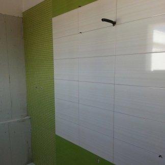 Piastrelle bagno verde e bianco