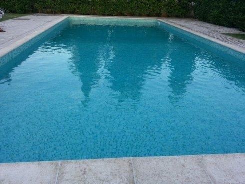 rivestimento piscina con mosaico