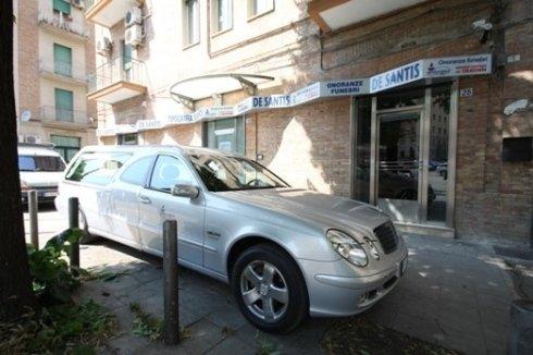mercedes limousine allestita a carro funebre