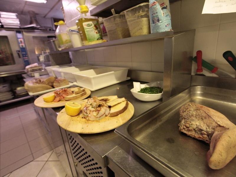 interno cucina ristorante
