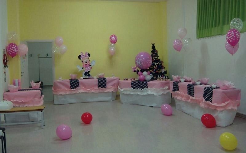 Camera per bambini decorata con palloncini e mouse mickey