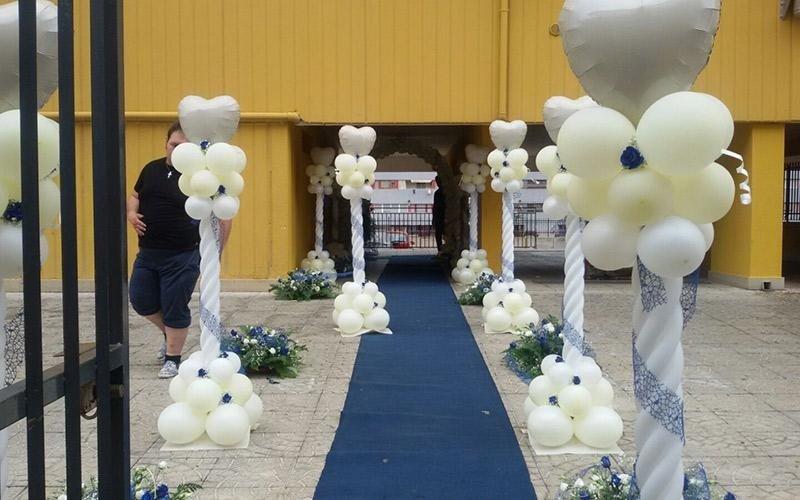 Ingresso al luogo di funzione decorato con palloncini