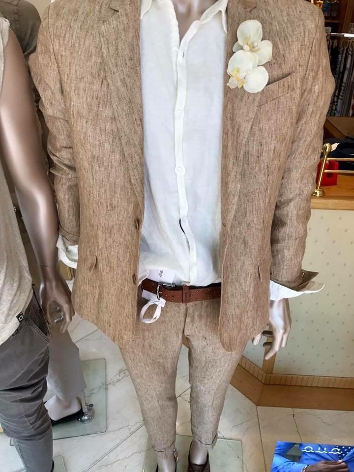 abito con camicia bianca uomo