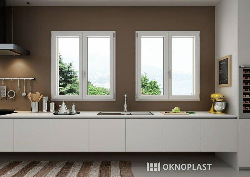cucina moderna, finestre di color bianco e un tagliere con coltello e della verdura