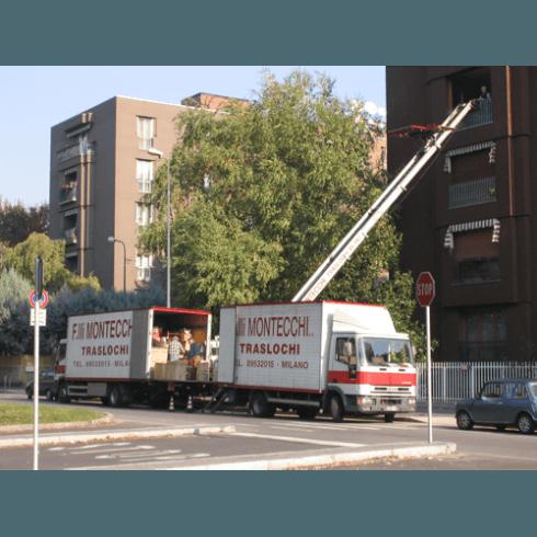 Camion con scala aerea