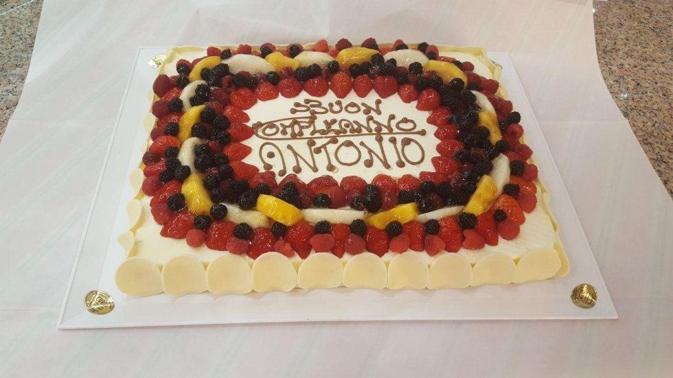 torta alla frutta di compleanno