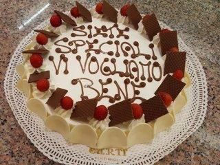 Torta fragole e marmellata