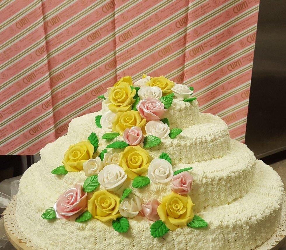 Torte matrimonio classiche con decorazioni