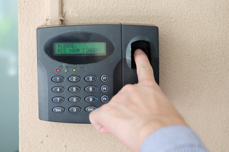sistema di sicurezza con impronta digitale