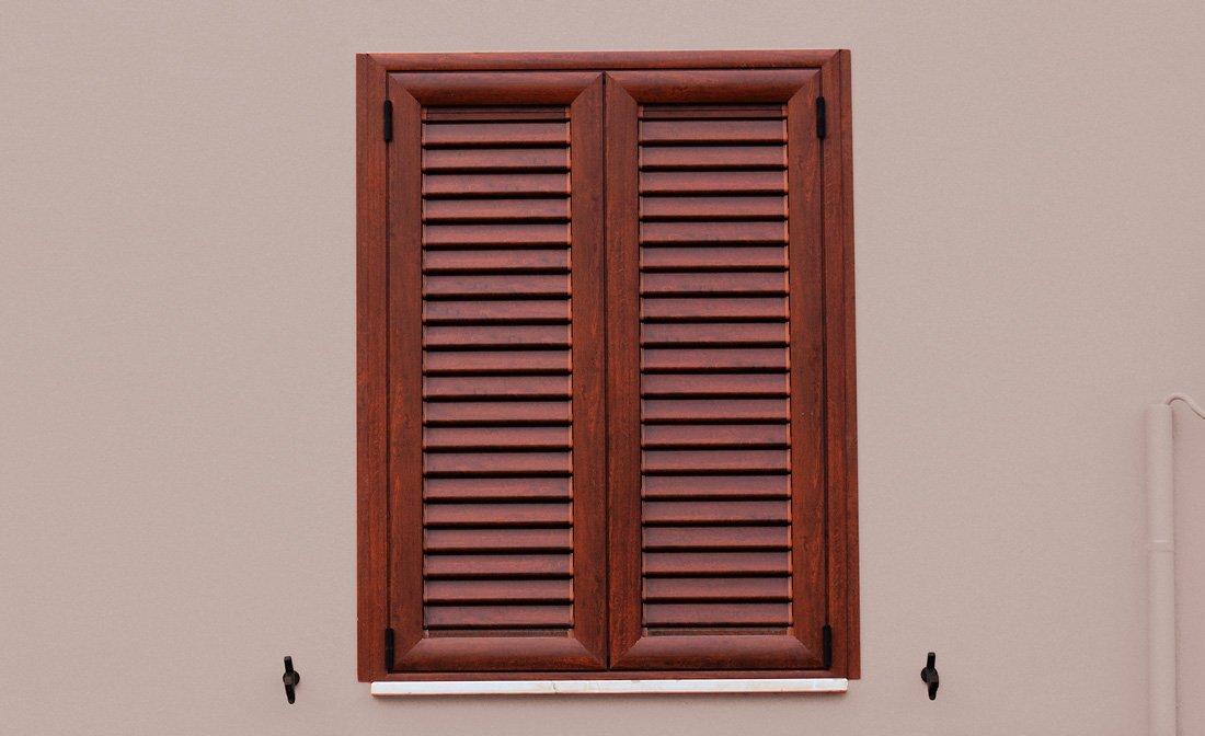 Infissi in alluminio terni infissi massarini for Infissi color legno