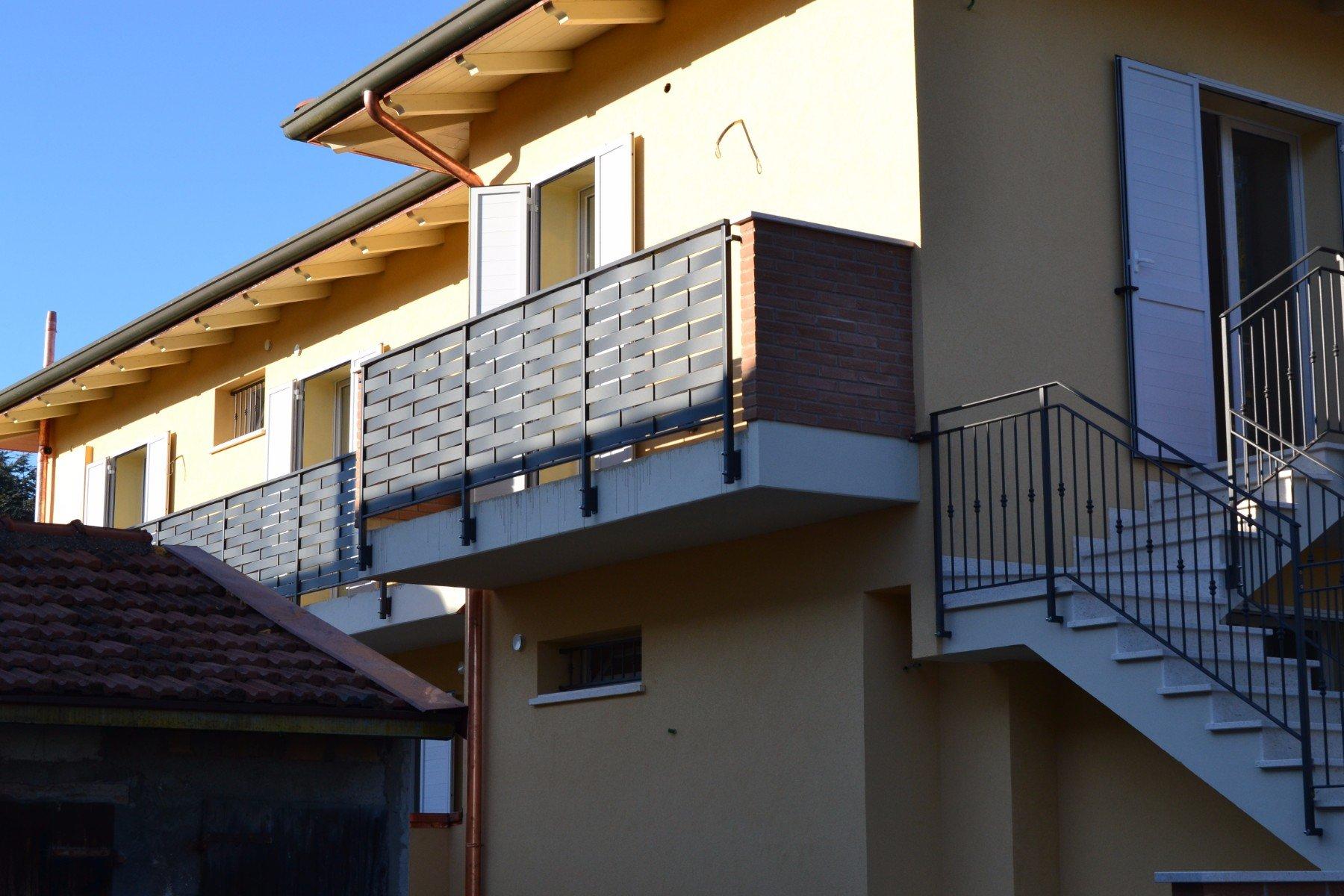 vista dei balconi e delle scale
