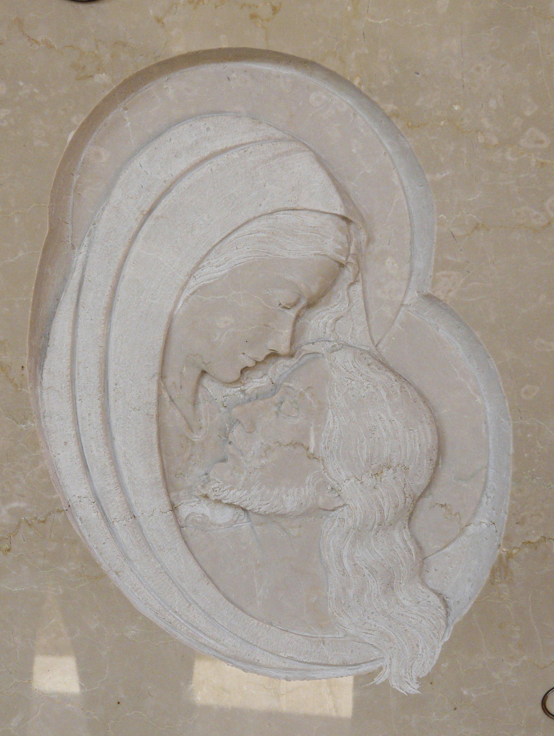 bassorilievo su marmo Beige rappresentante maria con gesù
