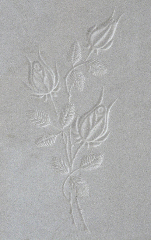 bassorilievo su marmo bianco rappresentante due rose