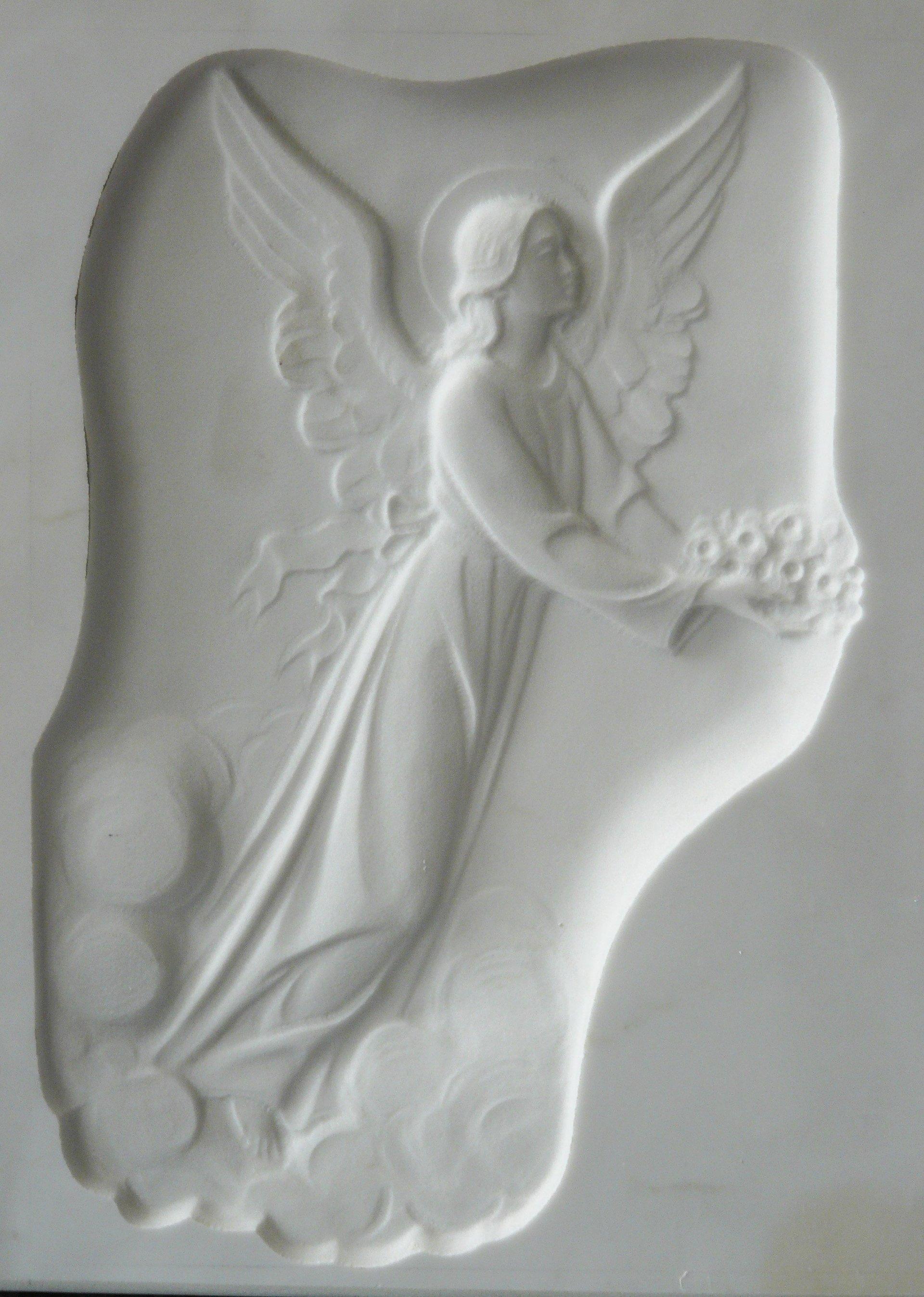 bassorilievo su marmo bianco rappresentante una angelo