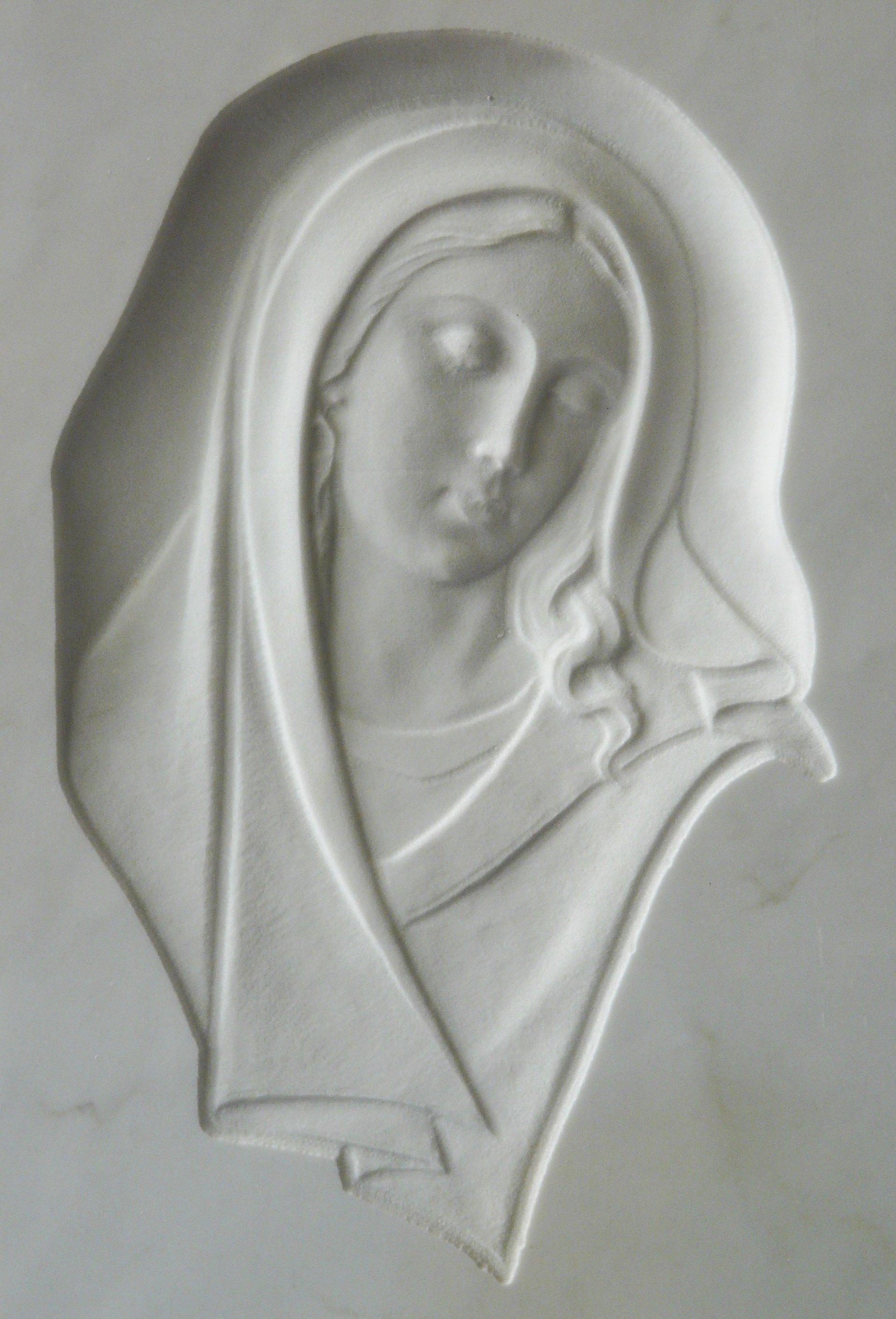 bassorielievo su marmo bianco con madonna