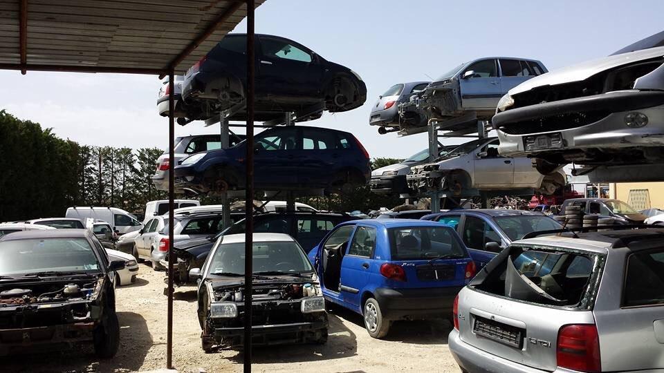 serie di auto da rottamare