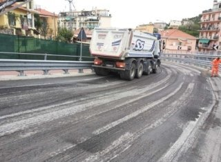 pulizia strada prima della posa dell'asfalto