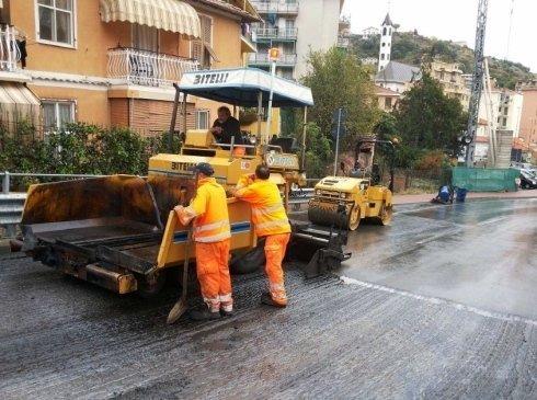 mezzi per asfaltatura all