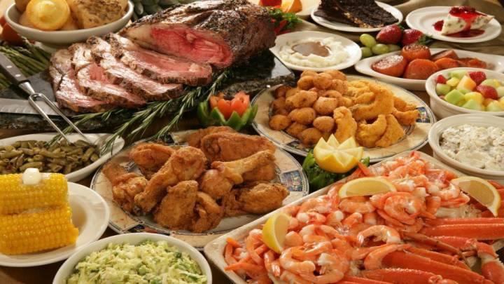 buffet di carne, pesce, frutta e verdura