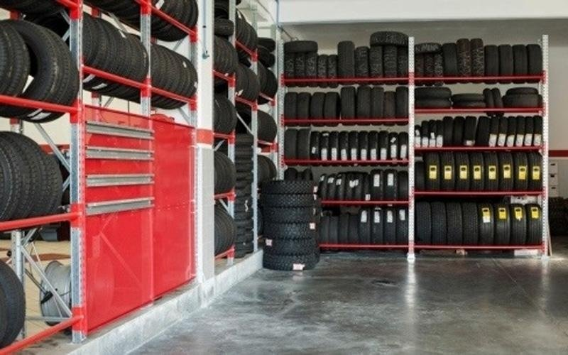 deposito di pneumatici da neve