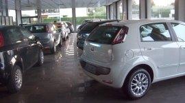 venditori auto, autosalone, auto aziendali