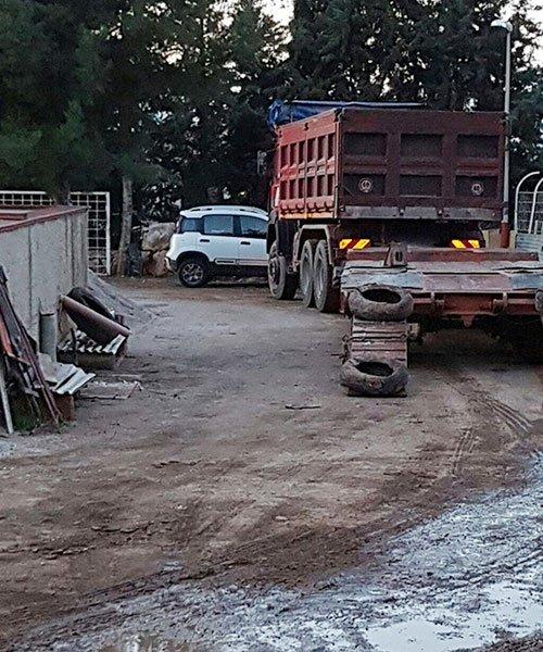 Camion con rimorchio per macchinari