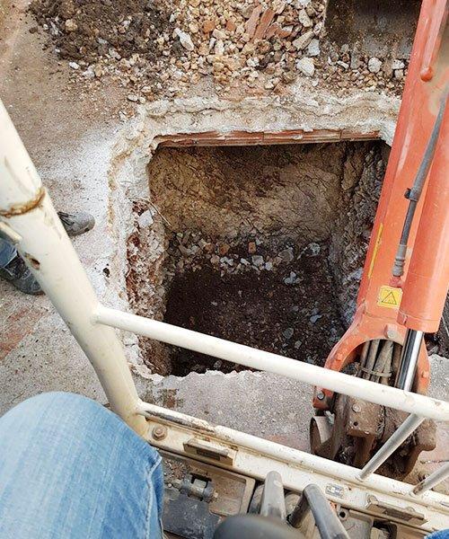 buca scavata da una ruspa