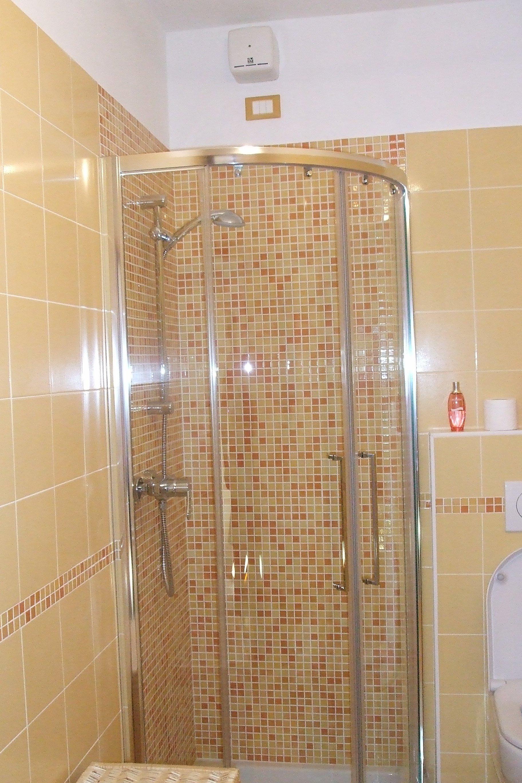 Box doccia in mosaico