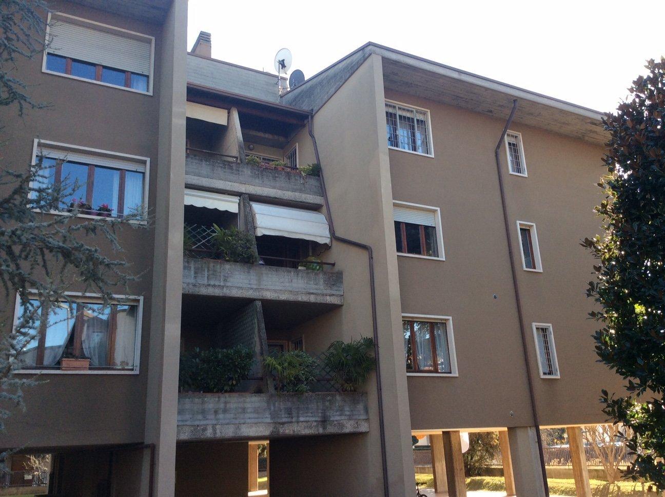 condomini con piante sul balcone