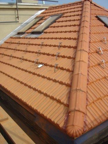 tecnici per lavori su tetto, ripristino tetti, sostituzione tegole