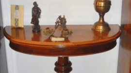 tavolo con oggetti