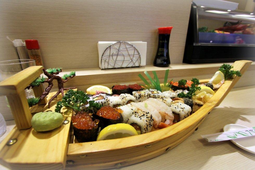 Barca di sushi misto