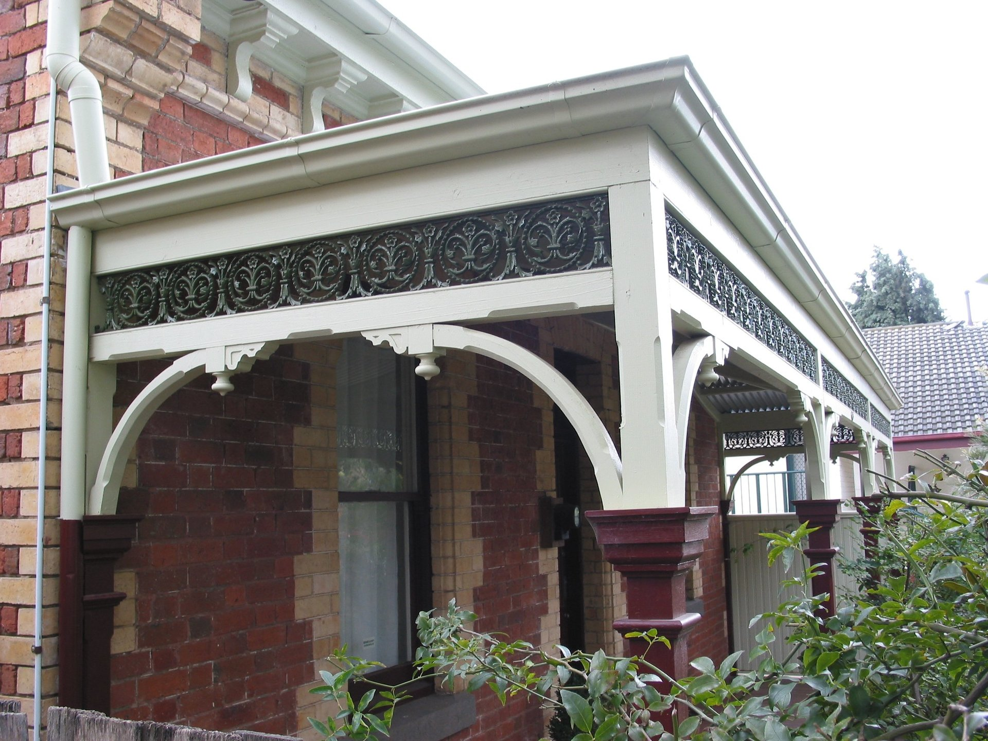 Cast iron straight lace verandah by Perry Bird Pickets