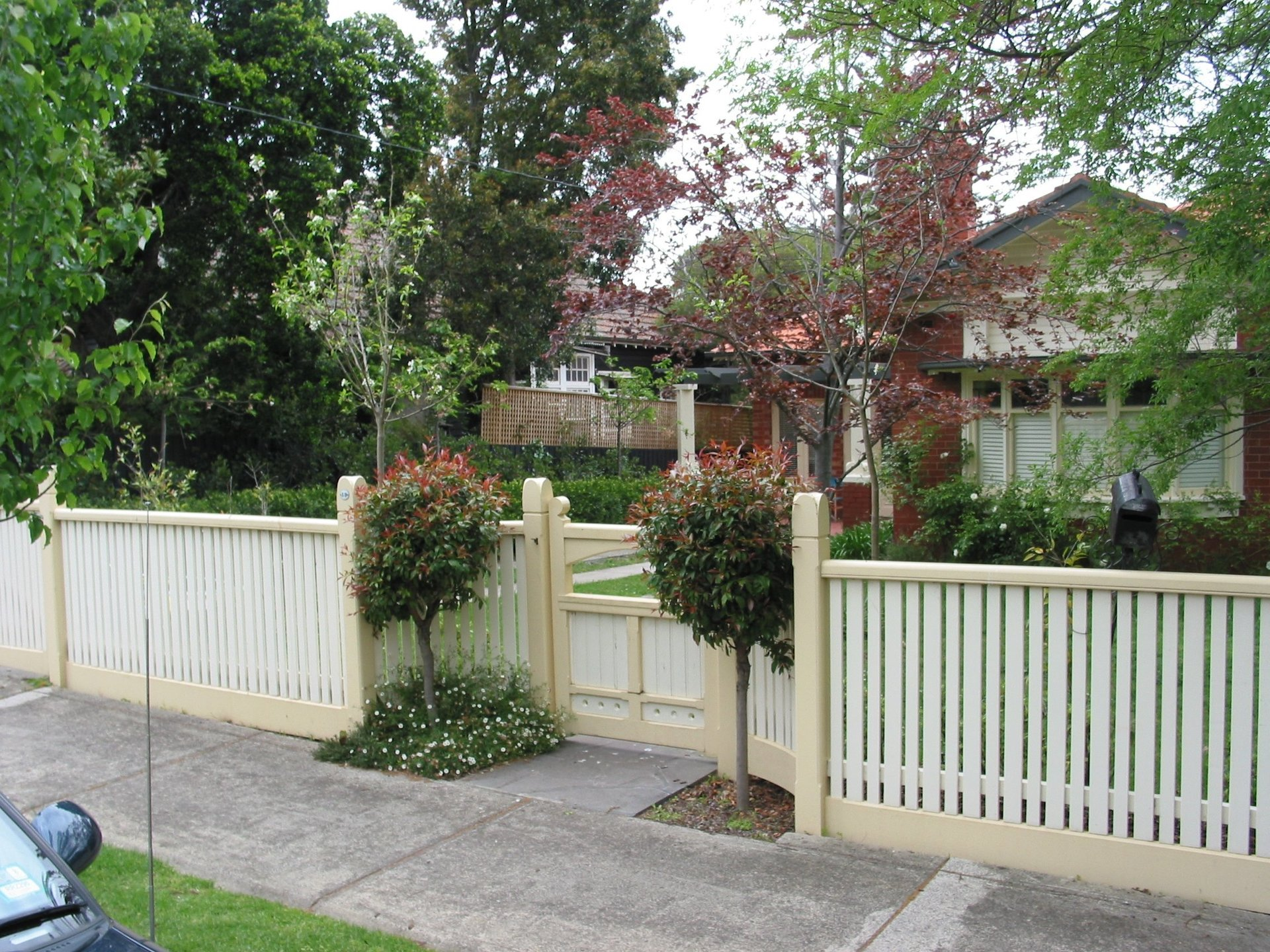 Timber picket fence by Perry Bird Pickets