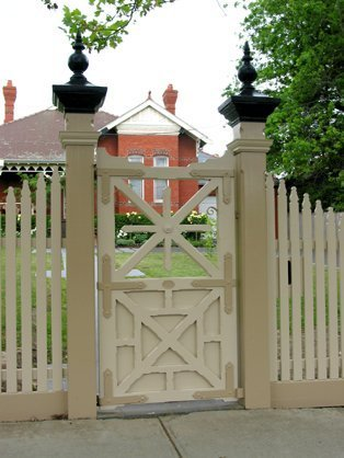 feature gate in front of home