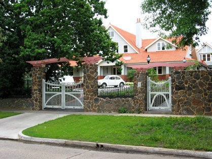 stone fence with feature gates
