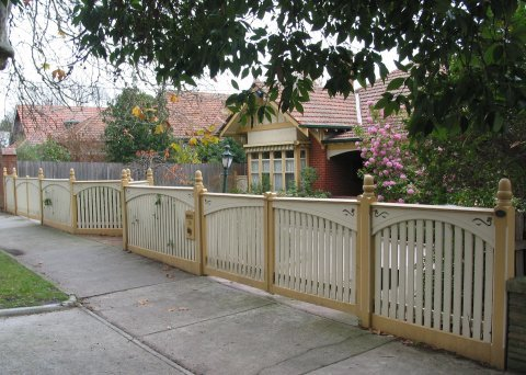 Timber double carriage driveway gate by Perry Bird Pickets
