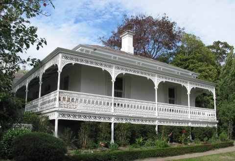 white cast iron fencing and verandah on Victorian house