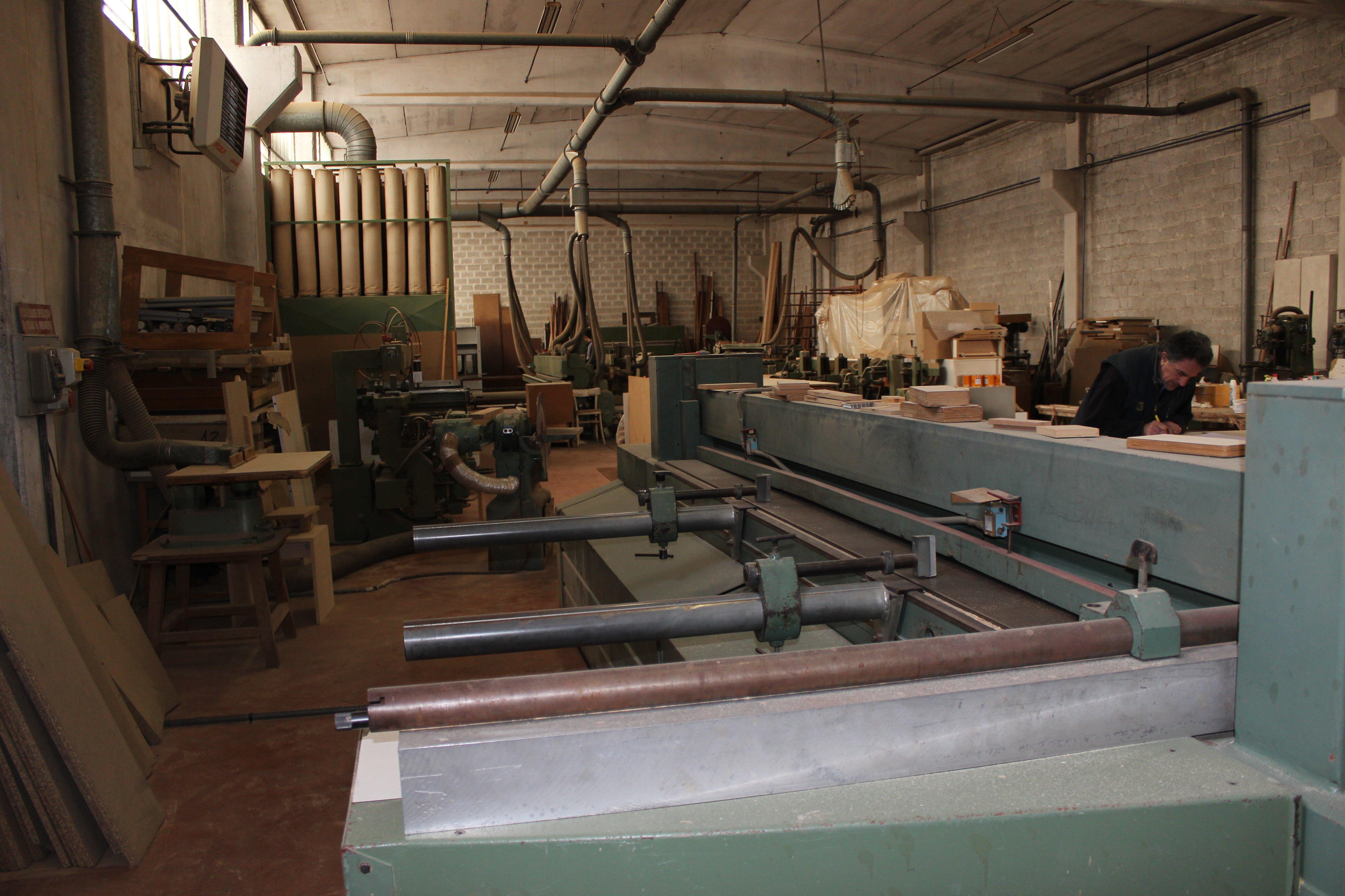 interno di fabbrica per costruzione artigianale di mobili