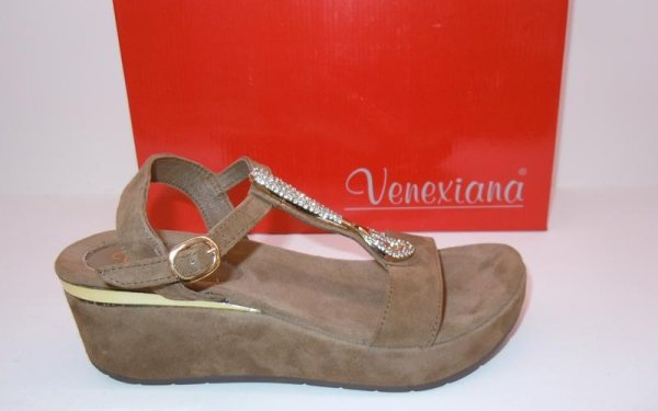 Sandali con dettaglio in oro