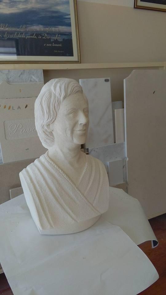mezzo busto in pietra