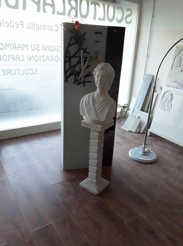 mezzo busto su colonna