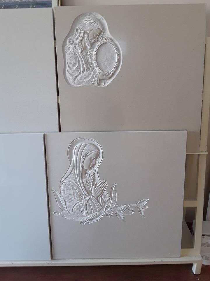 sculture su lapidi