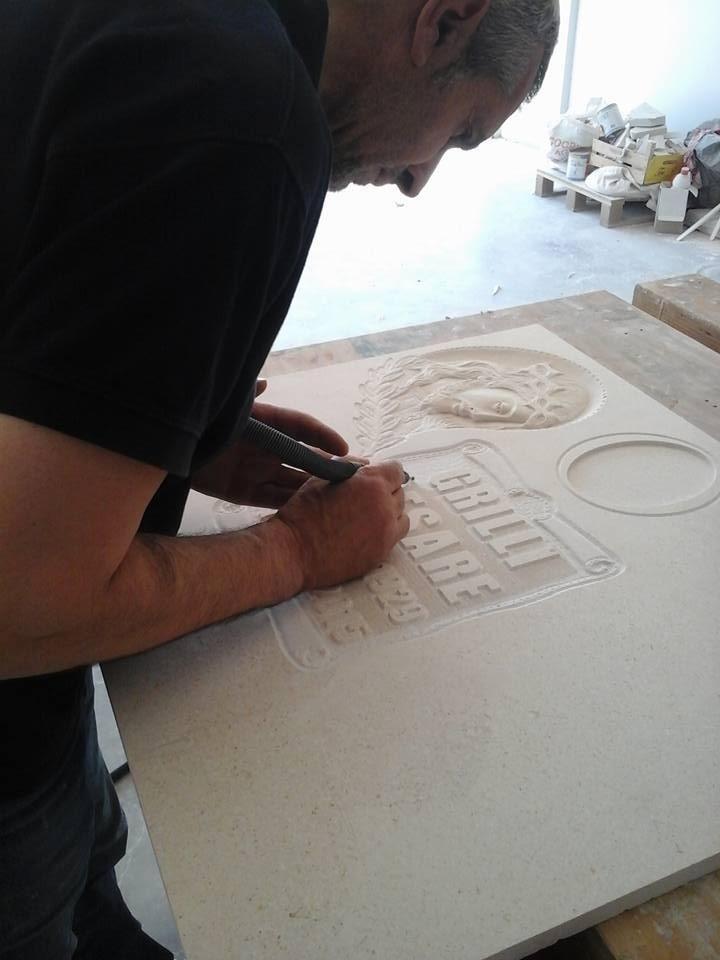 iscrizione su lapide in marmo