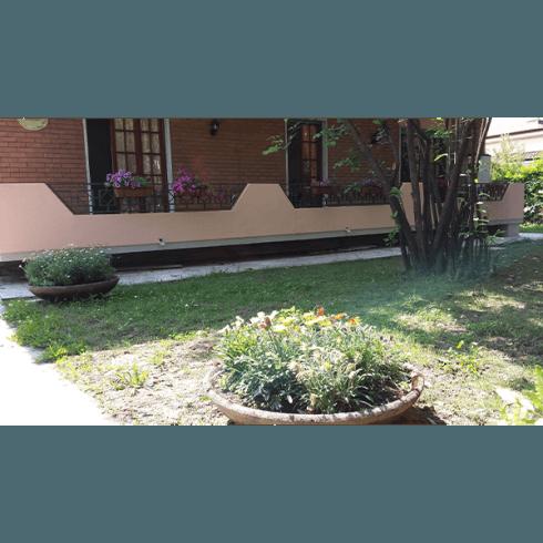 casa per anziani con giardino