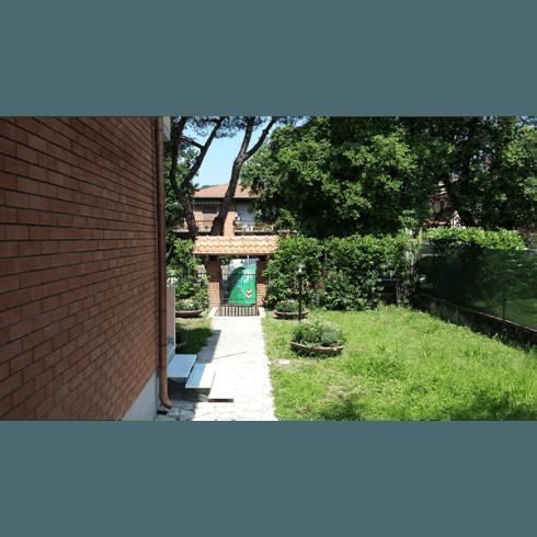 Casa famiglia con giardino