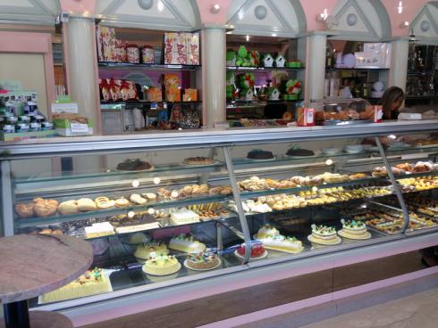 Volete acquistare dei pasticcini mignon per festeggiare con amici e parenti? Affidatevi alla pasticceria Al Tempio.
