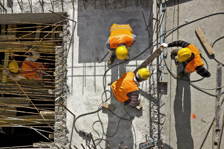 vista dall`alto operai al lavoro