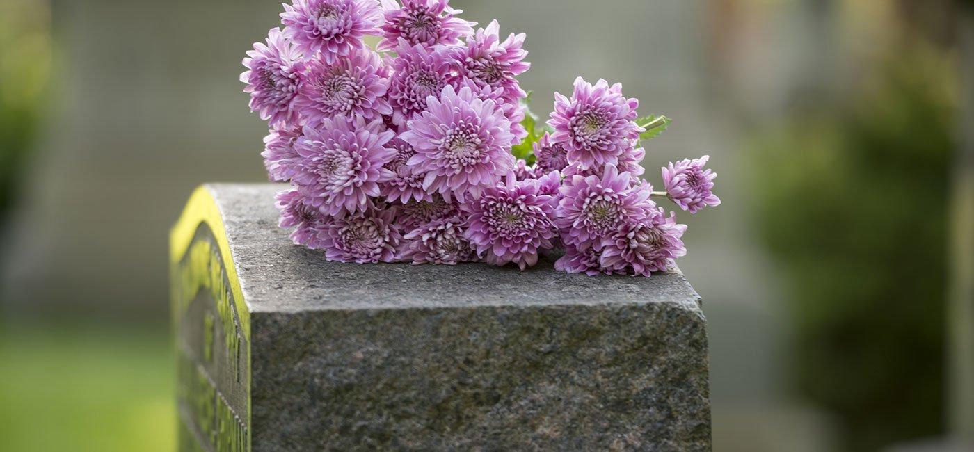 decorazione floreale per tombe
